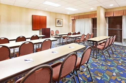 Holiday Inn Express & Suites Sylva - Western Carolina Area, Jackson
