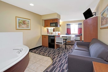 Deluxe Studio Suite, 1 Queen Bed, Non Smoking