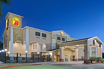 Hotel - Super 8 by Wyndham Intercontinental Houston TX