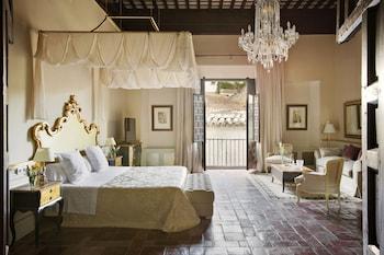 Deluxe Suite (Suite 1800, Alhambra partial view)