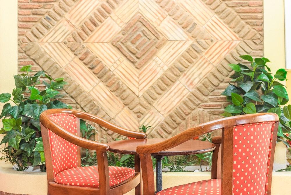 호텔 콜리나 도스 모로스(Hotel Colina Dos Mouros) Hotel Image 1 - Lobby Sitting Area
