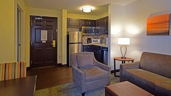 Suite, 2 Bedrooms, Non Smoking, Kitchen (1 Queen & 2 Full Beds, 2 Bathroom)