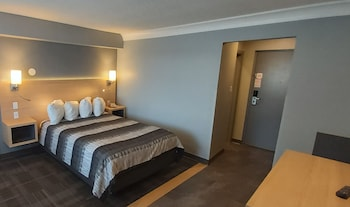 Deluxe Room, 1 Queen Bed, Non Smoking, Americana Waterpark Resort and Spa