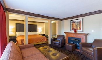 Suite, 1 King Bed, Jetted Tub, Americana Waterpark Resort and Spa