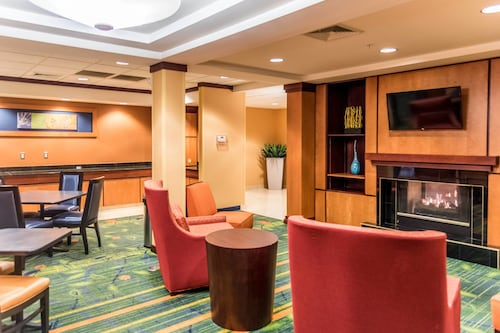 . Fairfield Inn and Suites by Marriott Muskegon Norton Shores