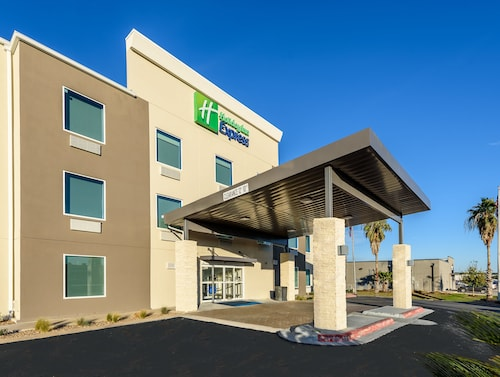 . Holiday Inn Express Hotel & Suites Bastrop