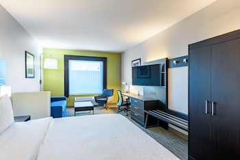 Suite, Accessible, Non Smoking (Mobility, Roll-In Shower)