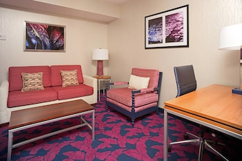 Guestroom at SpringHill Suites by Marriott Virginia Beach Oceanfront in Virginia Beach