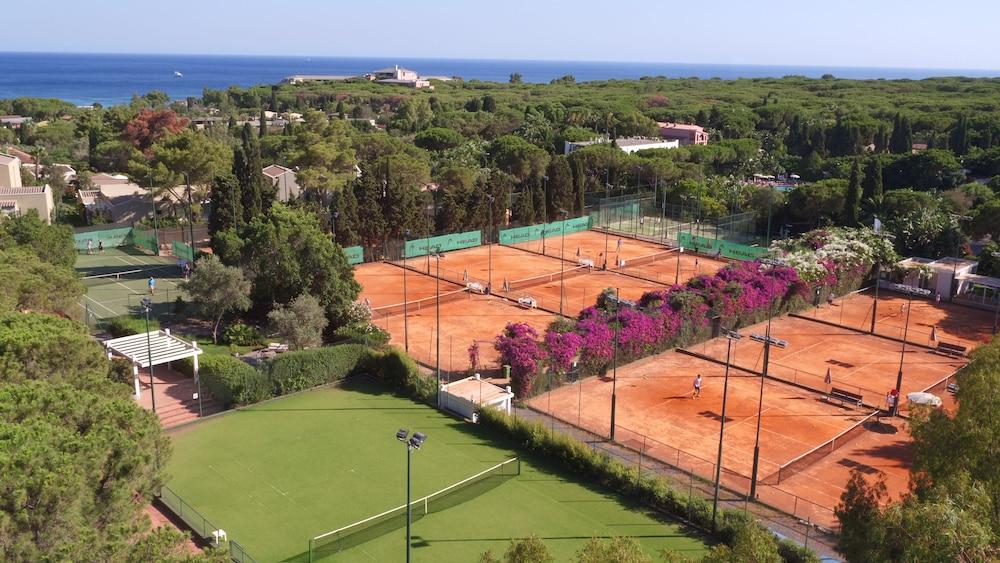 포르테 빌리지 리조트 - 르 팔메(Forte Village Resort – Le Palme) Hotel Image 33 - Tennis Court