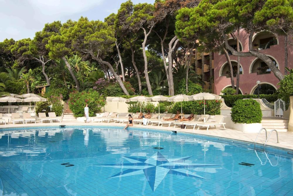 포르테 빌리지 리조트 - 르 팔메(Forte Village Resort – Le Palme) Hotel Image 0 - Featured Image