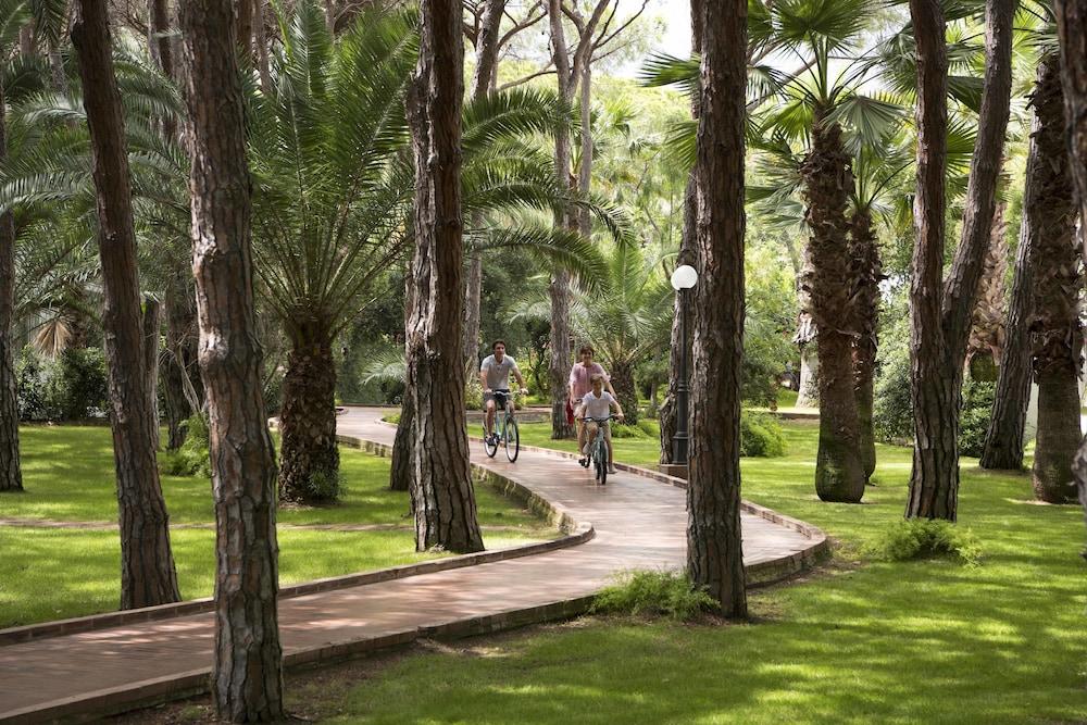 포르테 빌리지 리조트 - 일 보우간빌레(Forte Village Resort - Il Bouganville) Hotel Image 21 - Bicycling