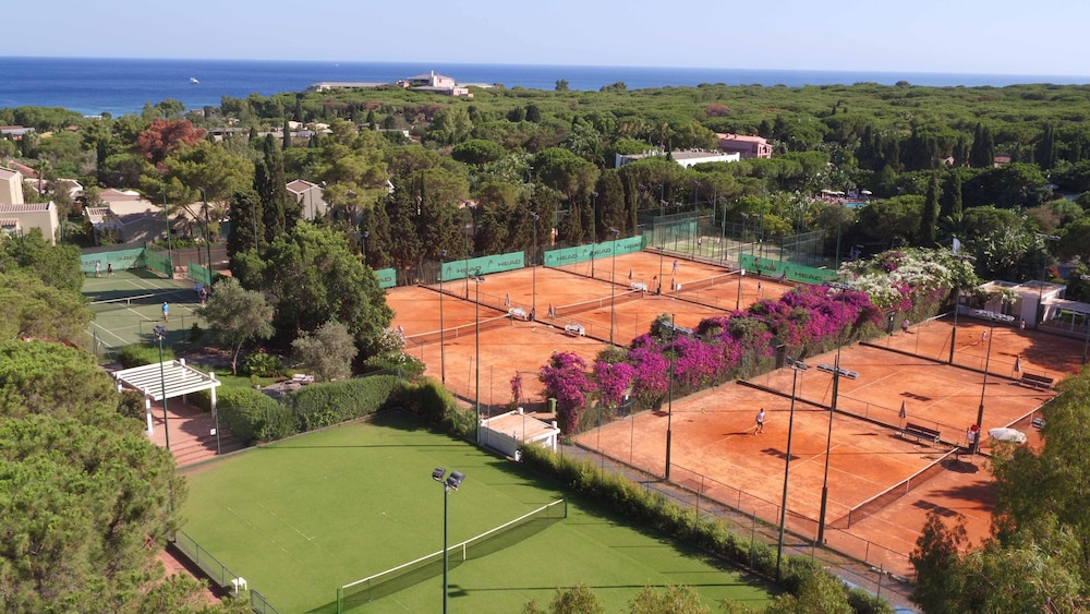 포르테 빌리지 리조트 - 일 보우간빌레(Forte Village Resort - Il Bouganville) Hotel Image 21 - Tennis Court