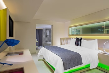 Cool Corner Room, Suite, 1 Bedroom, City View, Corner