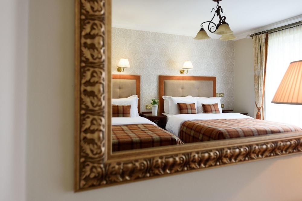 https://i.travelapi.com/hotels/1000000/920000/920000/919936/516ddcf9_z.jpg
