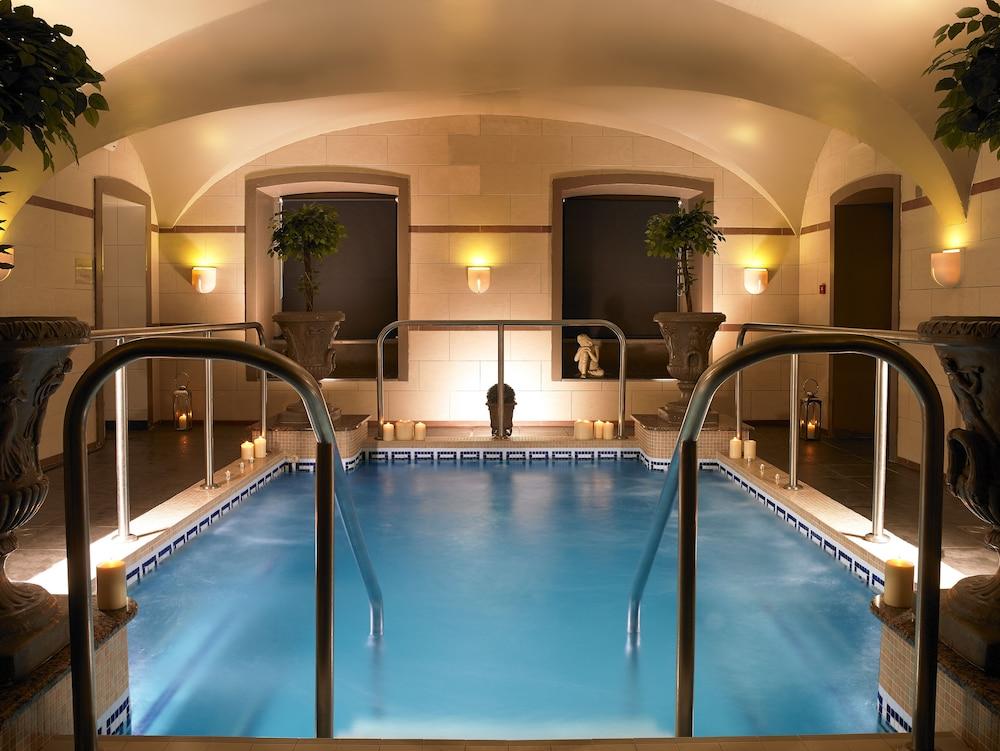https://i.travelapi.com/hotels/1000000/920000/920000/919936/8c521ba2_z.jpg