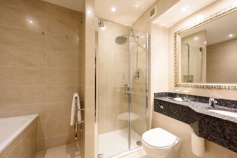 https://i.travelapi.com/hotels/1000000/920000/920000/919936/8f803129_z.jpg
