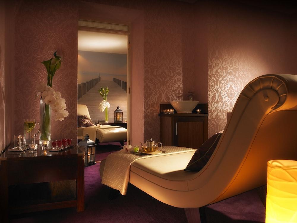 https://i.travelapi.com/hotels/1000000/920000/920000/919936/c5210465_z.jpg