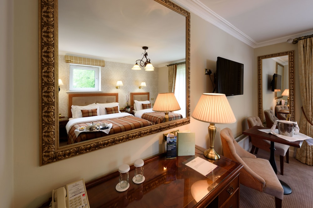 https://i.travelapi.com/hotels/1000000/920000/920000/919936/f8b2d86f_z.jpg