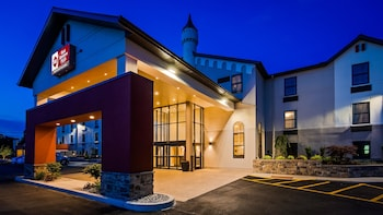 Best Western Plus Grand Castle Inn & Suites