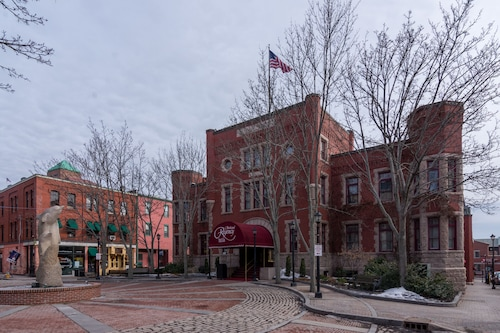. Portland Regency Hotel & Spa