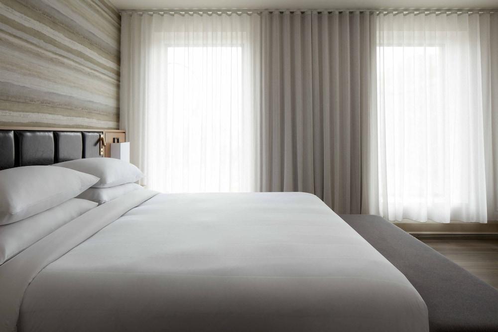 https://i.travelapi.com/hotels/1000000/930000/920400/920320/116f8b65_z.jpg