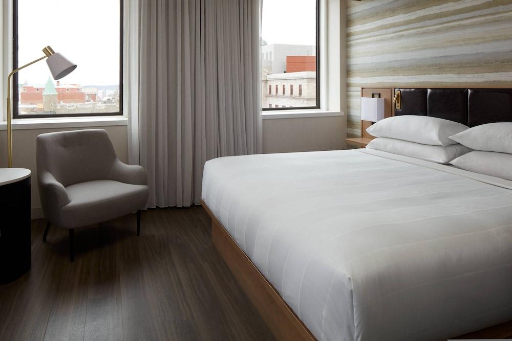 https://i.travelapi.com/hotels/1000000/930000/920400/920320/745b27d3_z.jpg