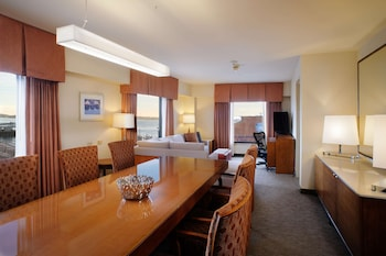 Suite, 1 King Bed, Accessible, Bathtub (Mobility & Hearing, Water View)