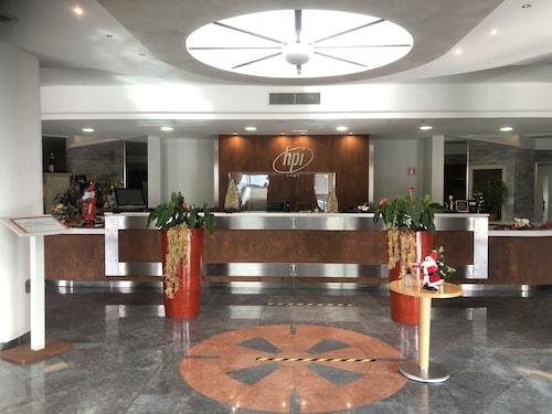 . Hotel Planet