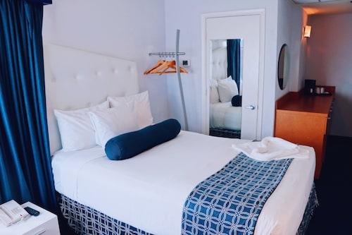 Ocean Spray Hotel, Miami-Dade