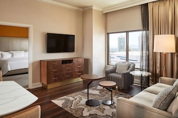 Suite, 1 King Bed with Sofa bed, Accessible, Kitchen (Roll-In Shower, Hearing)