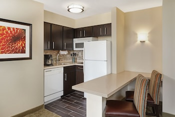 Room, 1 Queen Bed, Accessible, Kitchen (Hearing, Mobility, Bathtub)