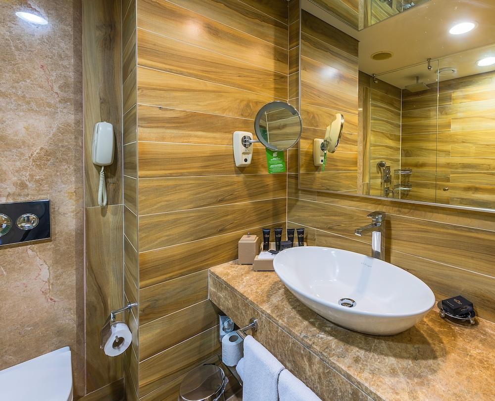 글로리아 골프 리조트(Gloria Golf Resort) Hotel Image 22 - Bathroom Sink