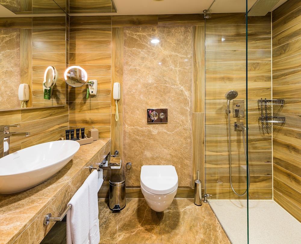 글로리아 골프 리조트(Gloria Golf Resort) Hotel Image 20 - Bathroom