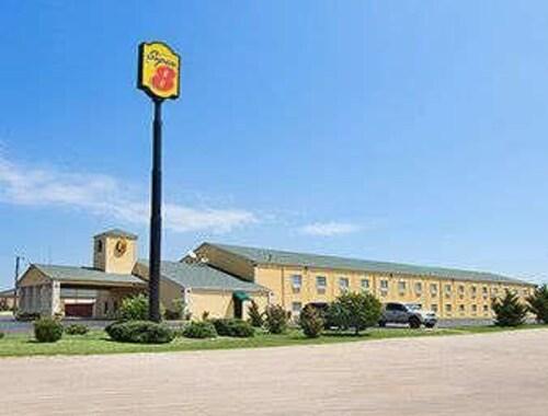 . Super 8 by Wyndham Gainesville TX