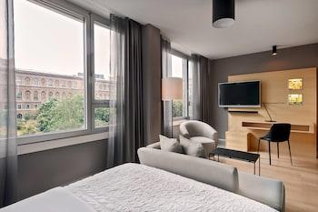 Superior Room, 1 Queen Bed, Non Smoking, City View