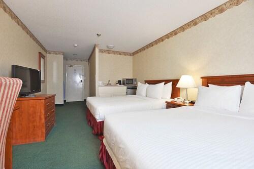 The Marigold Hotel, Peel