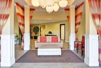 Lobby Sitting Area at Hilton Garden Inn Phoenix Midtown in Phoenix