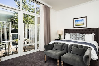 Deluxe Room, Poolside