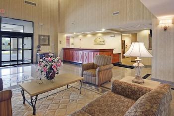 Reception at Wingate by Wyndham - Orlando International Airport in Orlando