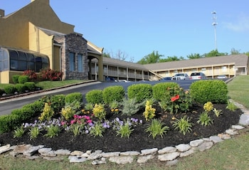 Hotel - Antioch Quarters Inn and Suites