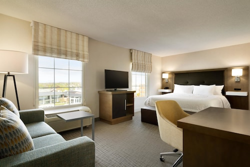 Hampton Inn & Suites by Hilton Newport / Middletown, Newport