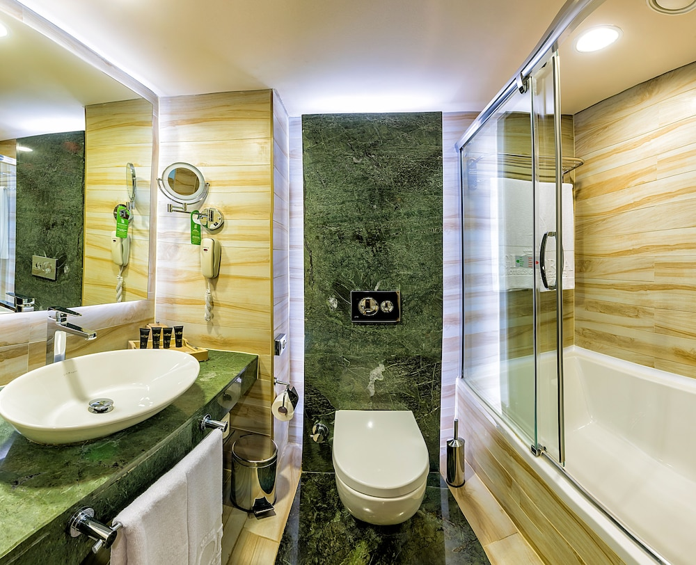 글로리아 베르데 리조트(Gloria Verde Resort) Hotel Image 25 - Bathroom