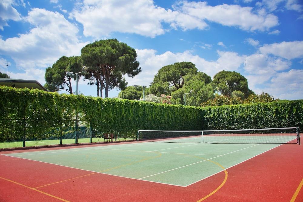 글로리아 베르데 리조트(Gloria Verde Resort) Hotel Image 42 - Tennis Court