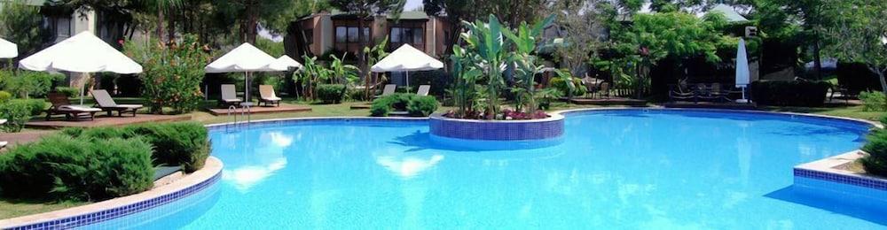 글로리아 베르데 리조트(Gloria Verde Resort) Hotel Image 31 - Outdoor Pool