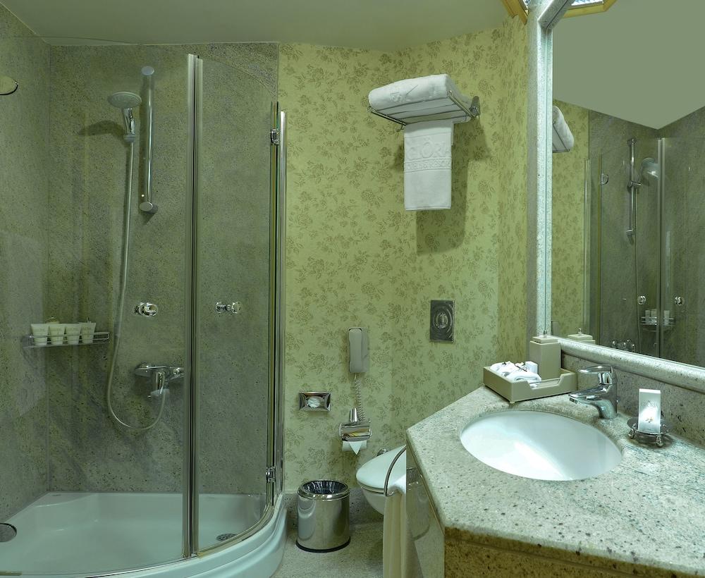 글로리아 베르데 리조트(Gloria Verde Resort) Hotel Image 21 - Bathroom