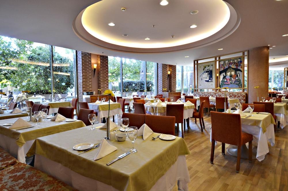 글로리아 베르데 리조트(Gloria Verde Resort) Hotel Image 53 - Buffet