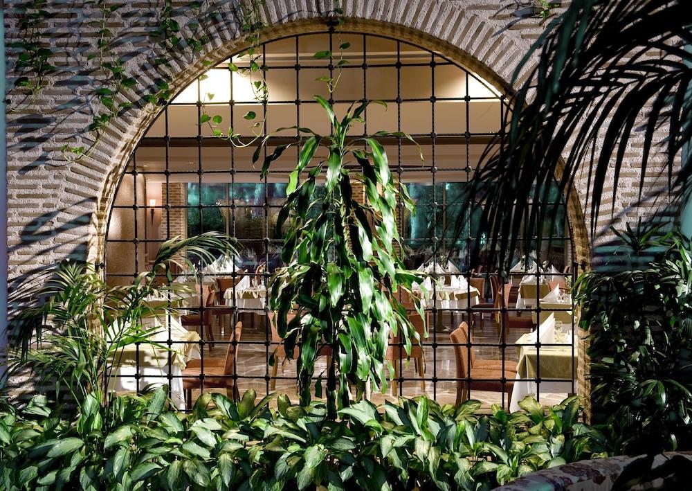 글로리아 베르데 리조트(Gloria Verde Resort) Hotel Image 50 - Restaurant