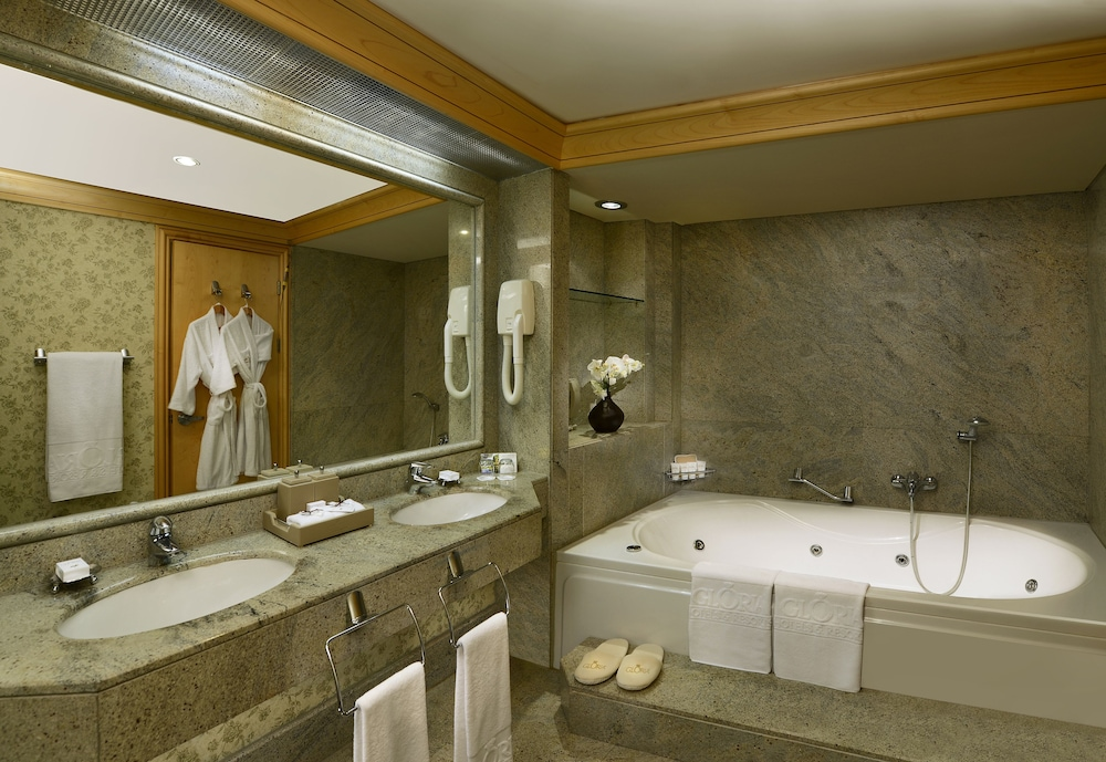 글로리아 베르데 리조트(Gloria Verde Resort) Hotel Image 20 - Bathroom