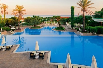 글로리아 베르데 리조트(Gloria Verde Resort) Hotel Image 30 - Outdoor Pool
