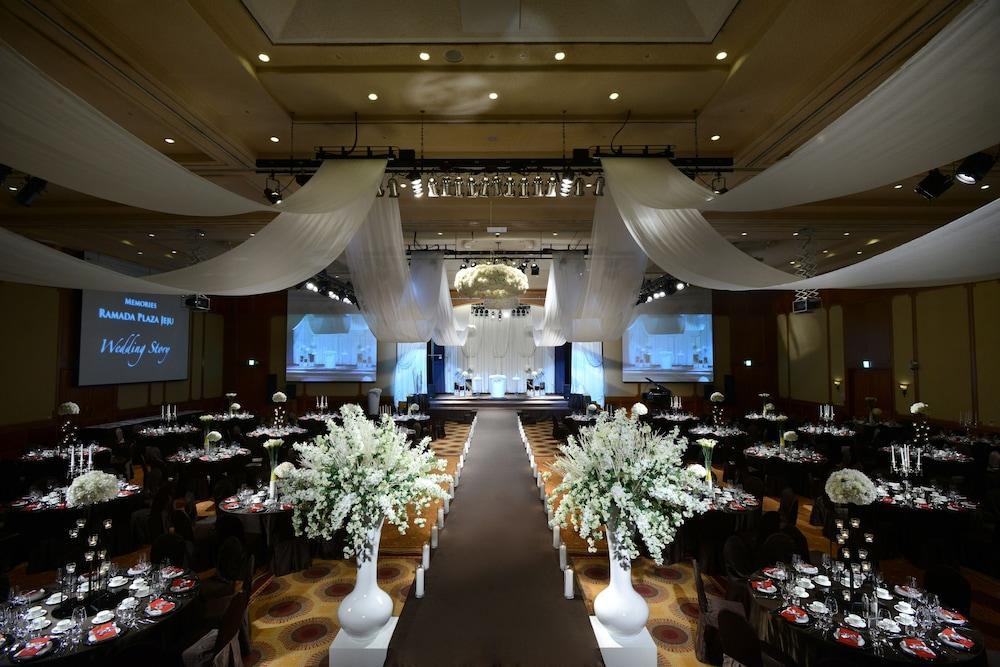 라마다 플라자 제주 오션 프론트(Ramada Plaza Jeju Ocean Front) Hotel Image 109 - Indoor Wedding
